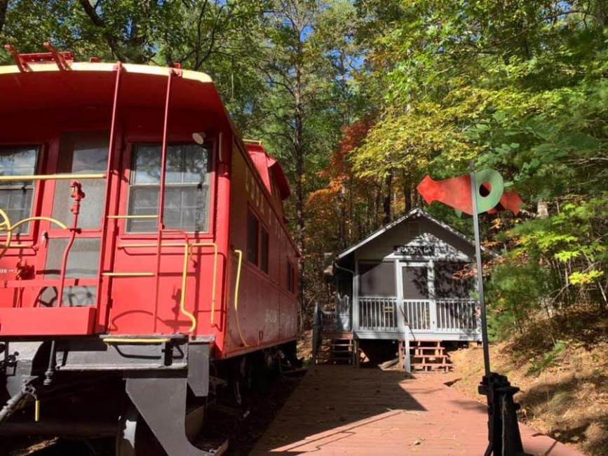 Mountain Caboose Lodge